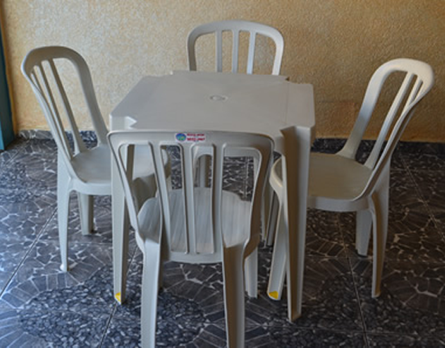 Locação de Mesas e Cadeiras de Plastico para Festas